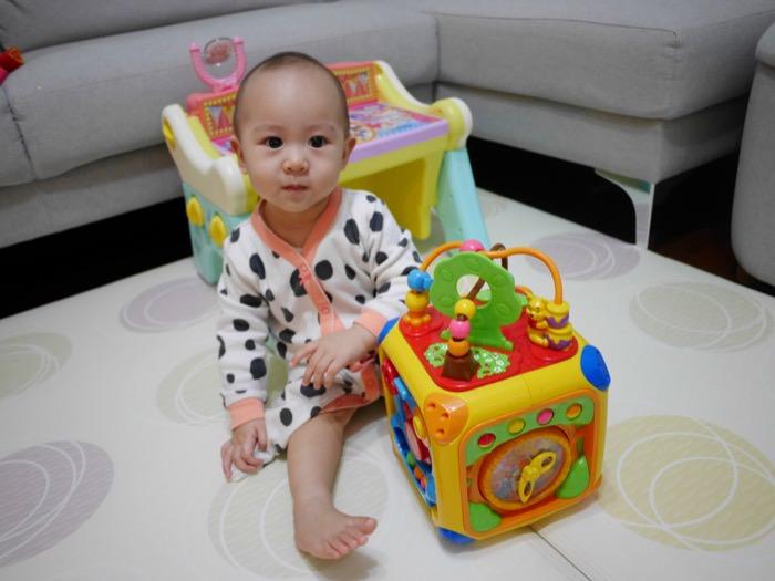 育兒│幫助感官發育♥讓寶寶愛不釋手的玩具-迪士尼幼兒 維尼益智遊樂盒