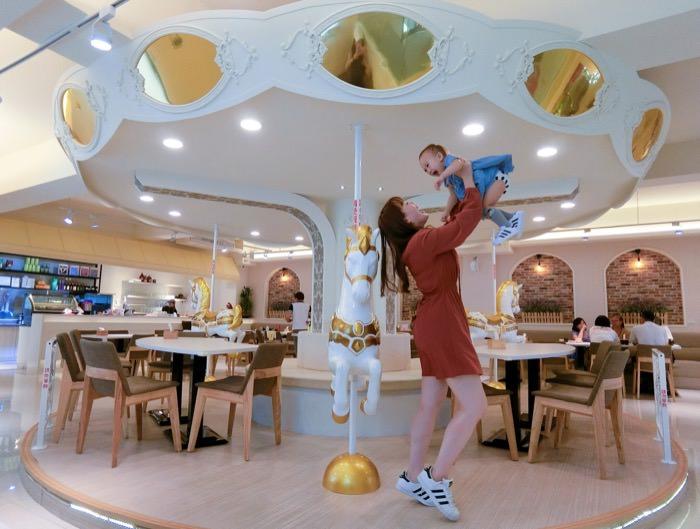 彰化│從餐點到裝潢都讓人瘋狂  旋轉木馬餐聽「五目坊」親子友善餐廳